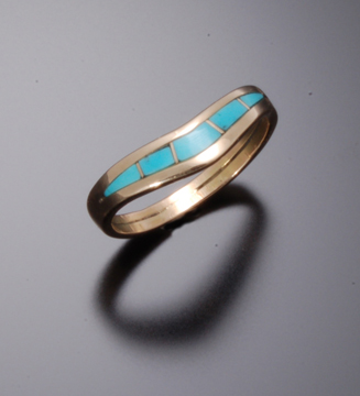 TURQUOISE GOLD INLAY RING WITH CURVE