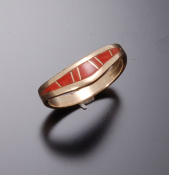 CORAL INLAY RING WITH CURVE
